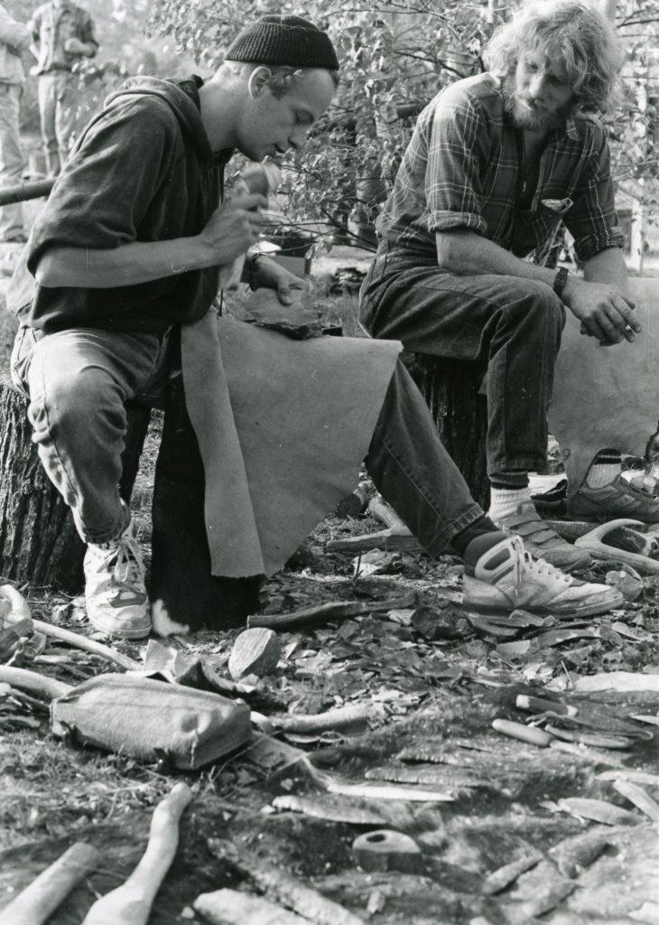 Experimentelle Archäologie: Die Bearbeitung von Flintstein will geübt sein.